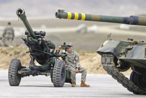 A U.S. Army Soldier inspects a 105 mm towed howitzer during Foal Eagle. [Reuters]