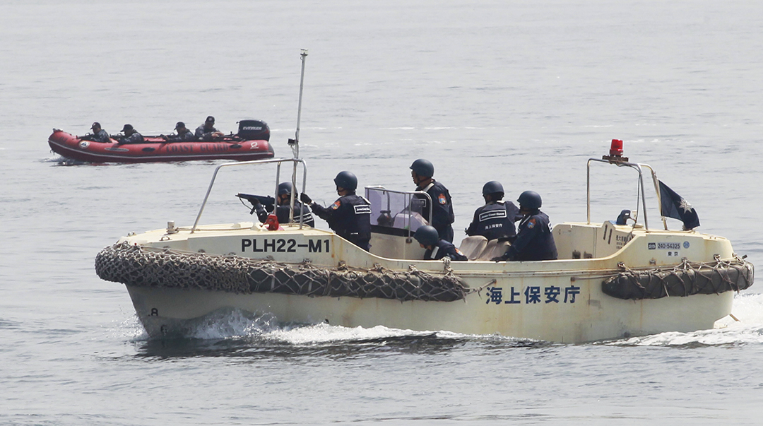 Anti-terrorist units of the Philippine and Japanese coast guards prepare to engage a group of mock pirates during a combined maritime law enforcement exercise at a Manila bay in May 2015. Reuters