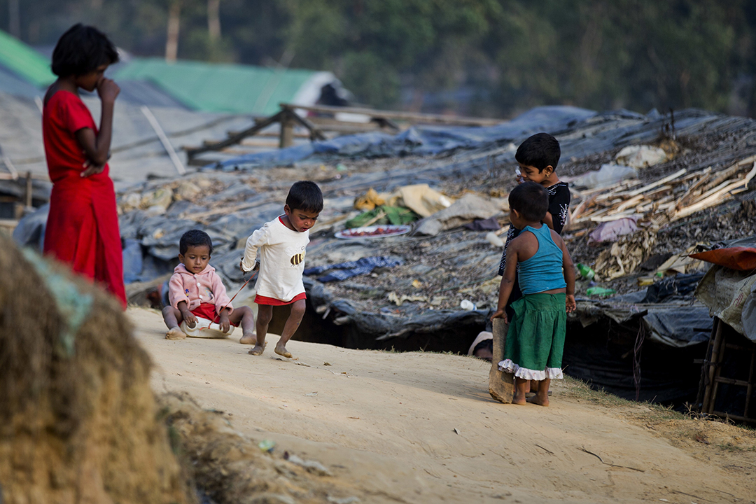 U.S. levies sanctions against Burma general, dozen others