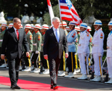 Eyeing China, U.S. moves to strengthen Indonesian defense ties