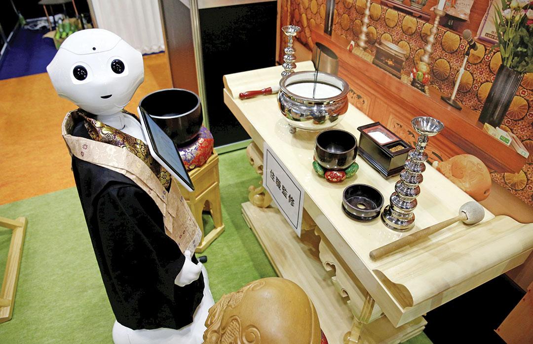 Robot sewaan untuk melakukan upacara pemakaman umat Buddha