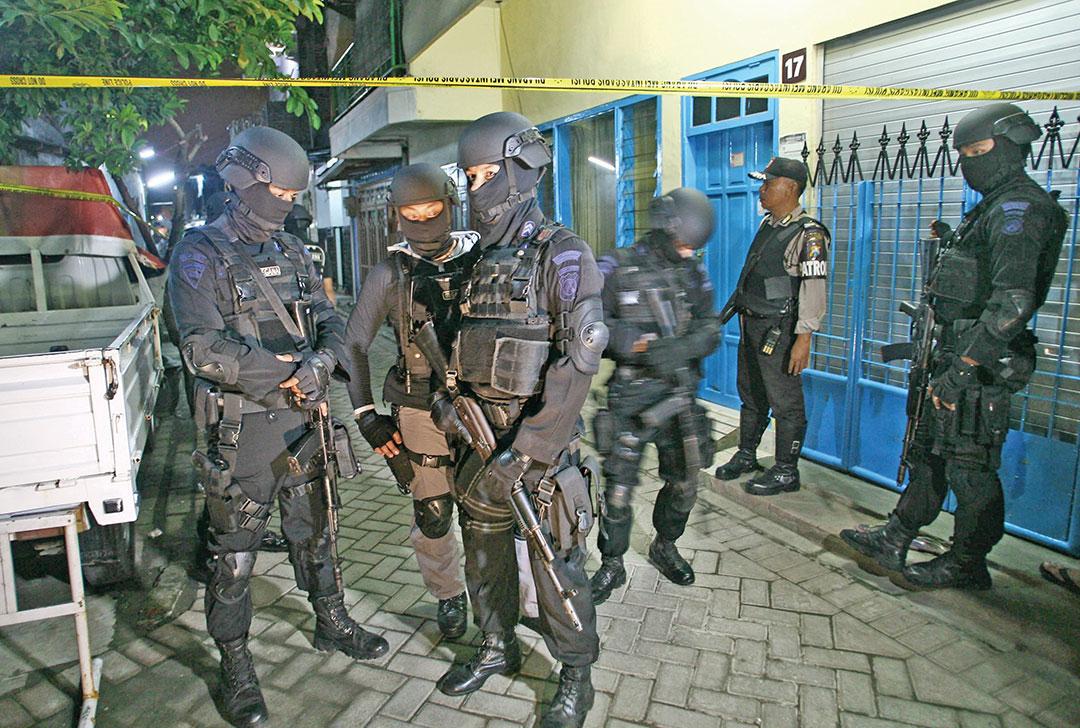インドネシア政府  による 子供を使ったテロ攻撃の悲劇後の  対テロリスト法の強化