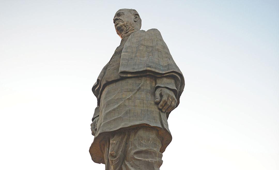 インド: そびえ立つ 英雄の像