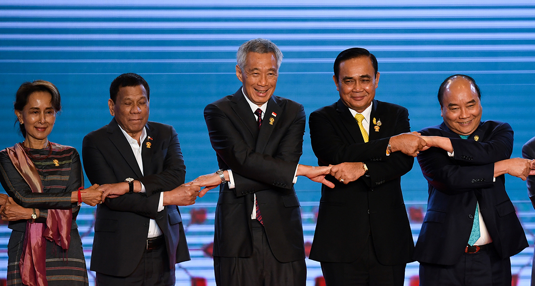 Singaporean prime minister calls on ASEAN to stand together to advance collective interests