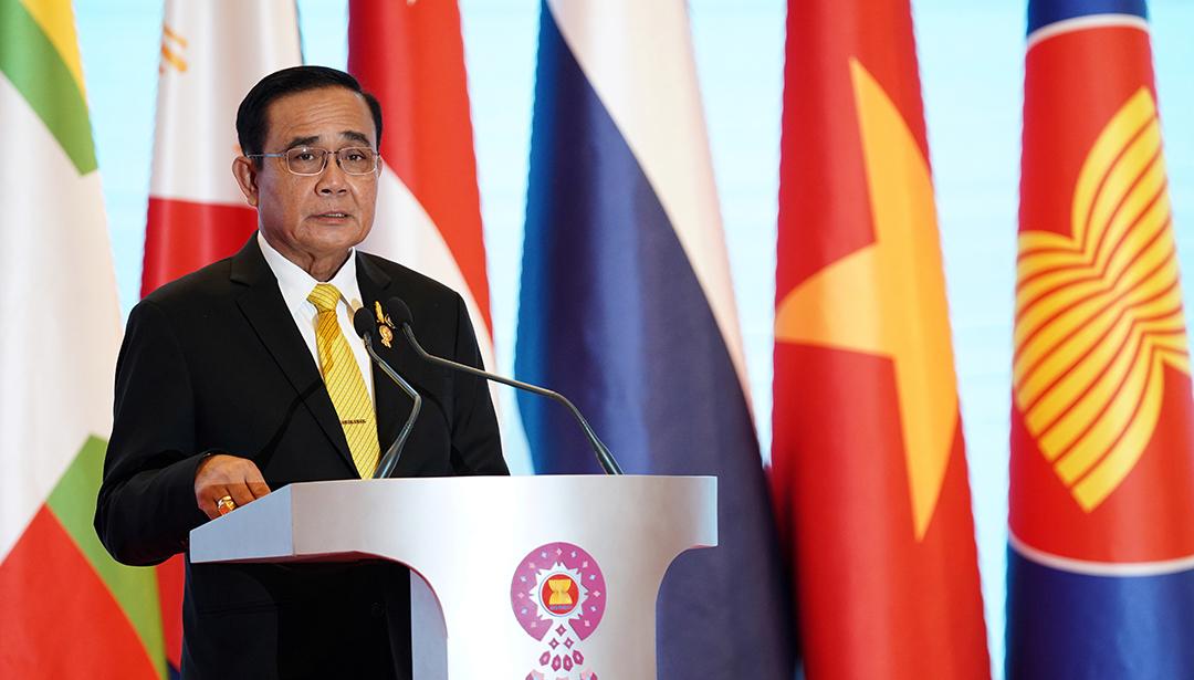 Wawasan ASEAN menyatakan bahwa ASEAN memegang peran sentral bagi konsep dan kerja sama Indo-Pasifik