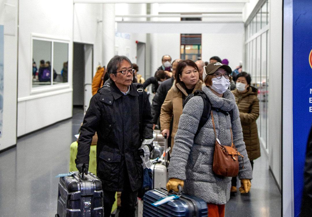 Respons RRT terhadap wabah virus mematikan tidak memadai; para kritikus mengatakan represi informasi RRT memicu kekhawatiran