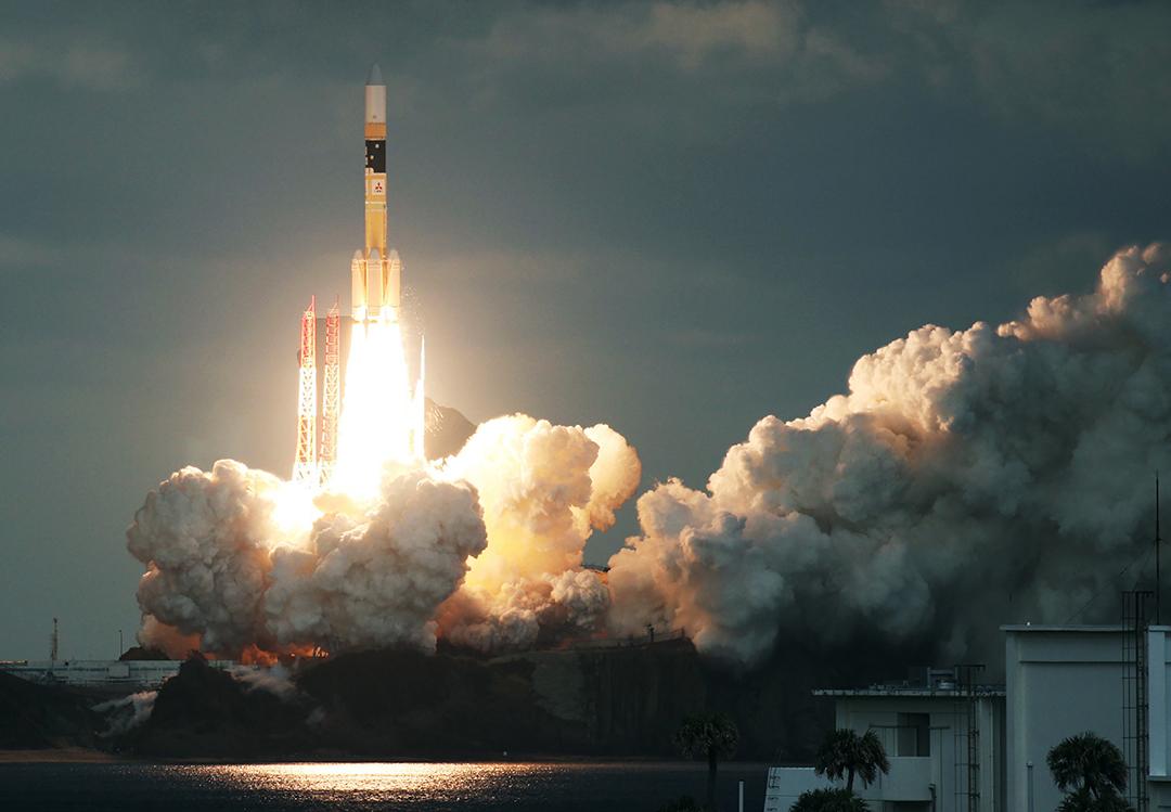 일본 우주작전대, 인공 위성 방어