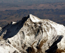Warga Nepal memprotes perambahan Tiongkok di sepanjang perbatasan dengan Tibet yang dikuasai oleh RRT