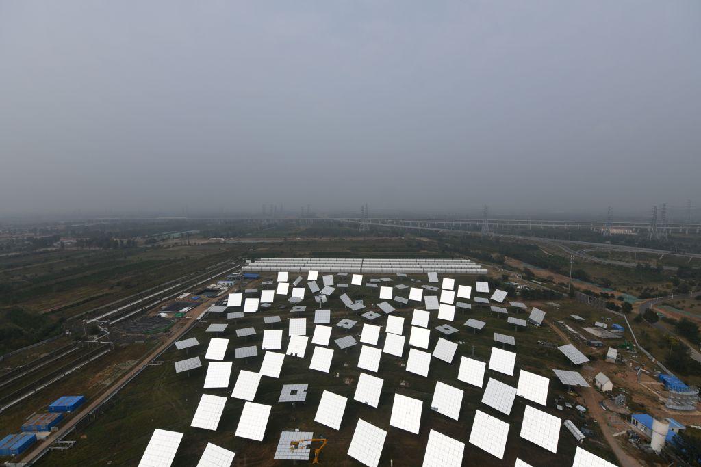 """中国""""严峻的""""环境形势引发人们对碳排放激增的担忧"""