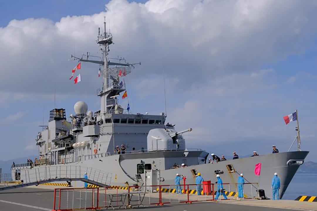 2021年3月9日、ベトナムのカムラン港に寄港した仏フリゲート「プレリアル」(FRENCH EMBASSY IN VIETNAM)