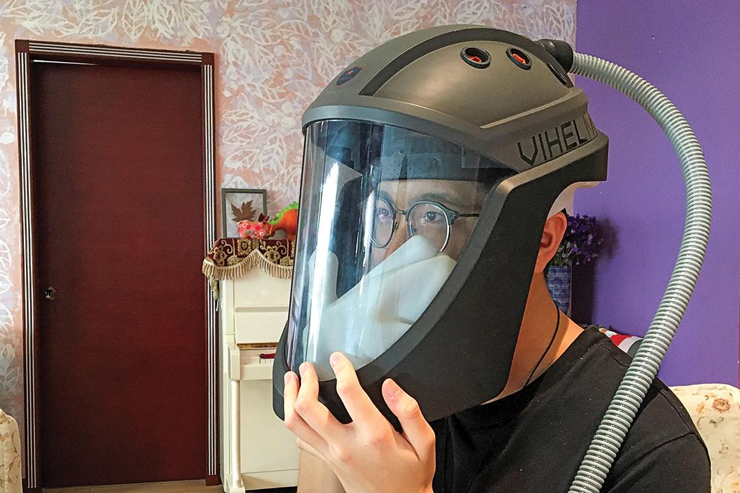 Việt Nam: Mũ Bảo hiểm Cho phép Nhân viên ở Tuyến đầu Duy trì Khả năng Làm việc Lâu hơn