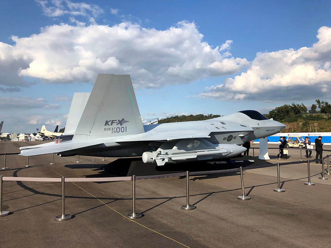 2019年10月に韓国で開催されたソウル国際航空宇宙防衛産業展示会に展示されたKF-X戦闘機の実物大模型(ロイター)
