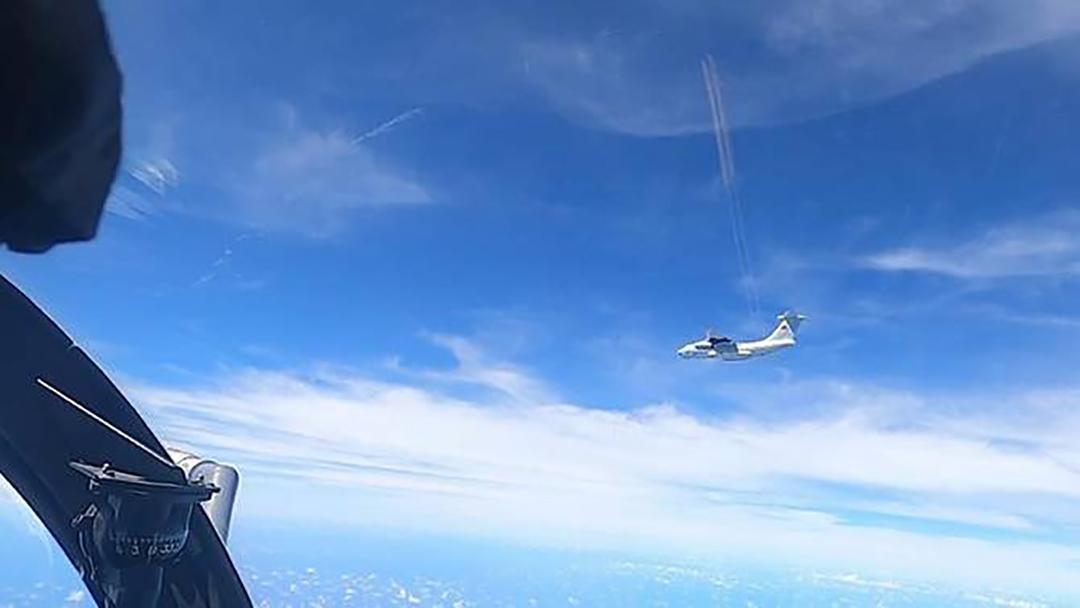 中国軍用機の領空侵犯に対応するためマレーシアがジェット機をスクランブル