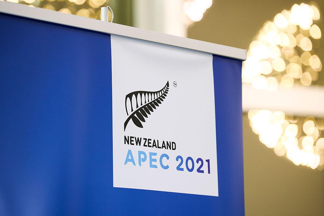 Para pemimpin dunia pada pertemuan APEC berjanji untuk melipatgandakan perjuangan dalam melawan pandemi