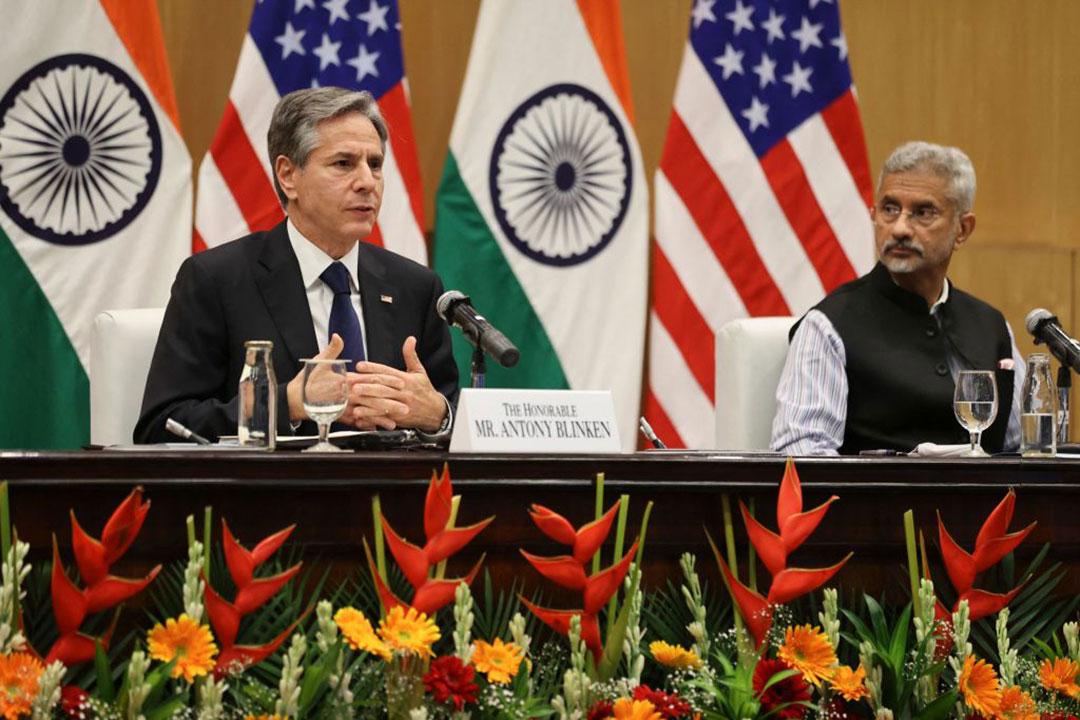写真:インドのスブラマニヤム・ジャイシャンカル外相[右]と共に記者会見に臨むアントニー・ブリンケン国務長官(AFP/GETTY IMAGES)