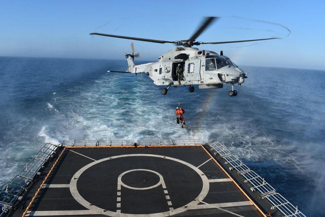 地中海でフランス海軍と共に海上演習を実施したフリゲート「タバール」(インド海軍)